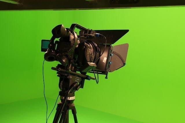 Kamera Hareketleri; Aks (180 Derece Kuralı)